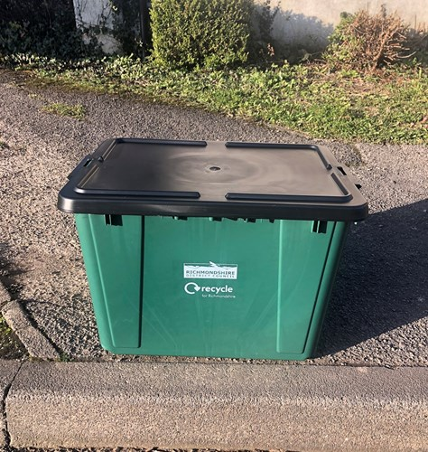 Recycling box with lid