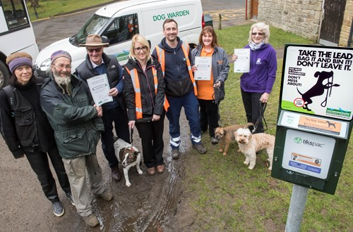 Michael Kusz and partner; Cllr Ian Threlfall; Sally Dixon, Monitoring and Enforcement Supervisor; Lee Richardson, Dog Warden;  Nikki Chandler, The Raw Store; and Heather Stevens, Centrebarks